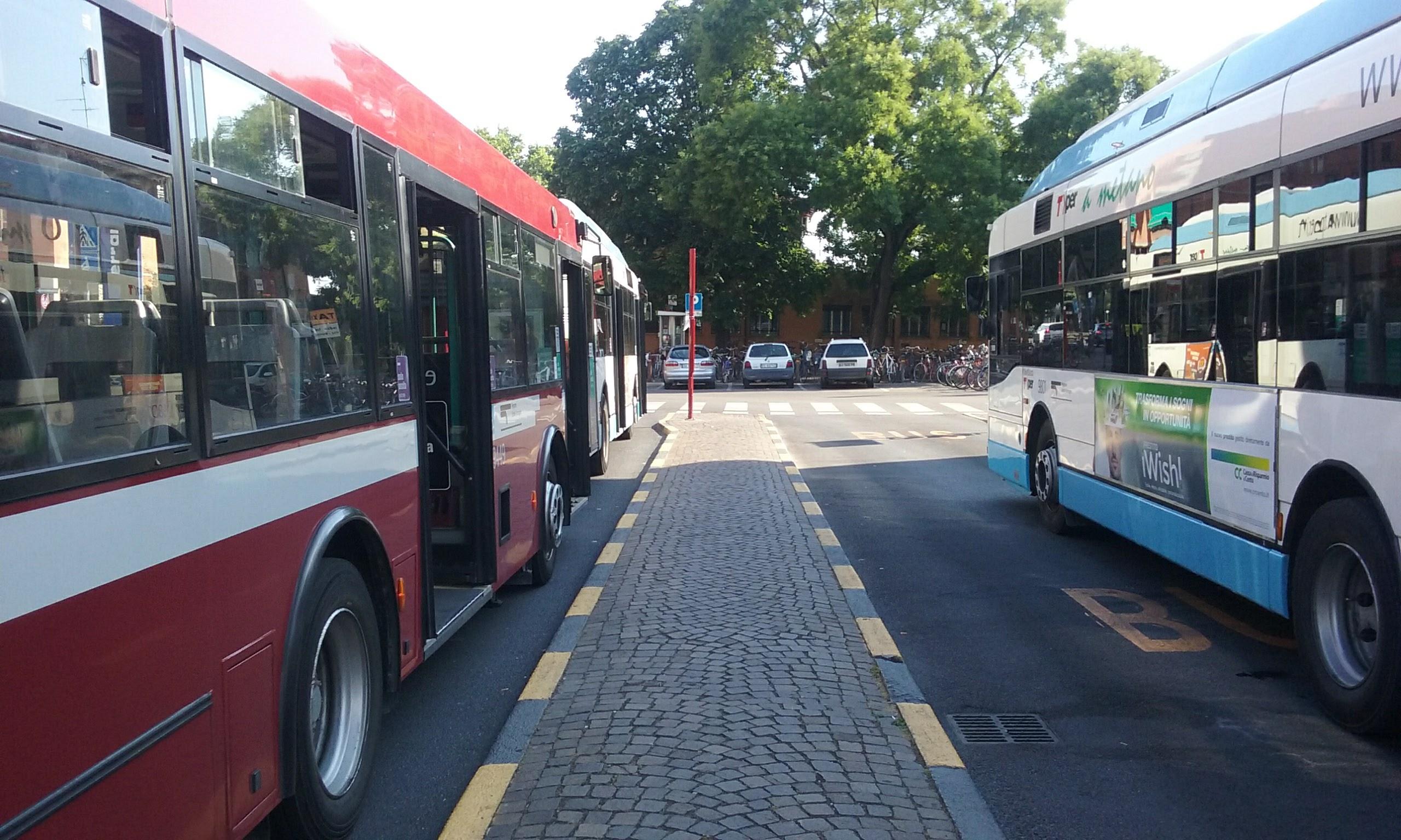 Autobus n. 3 - direzione Palazzo dei Diamanti